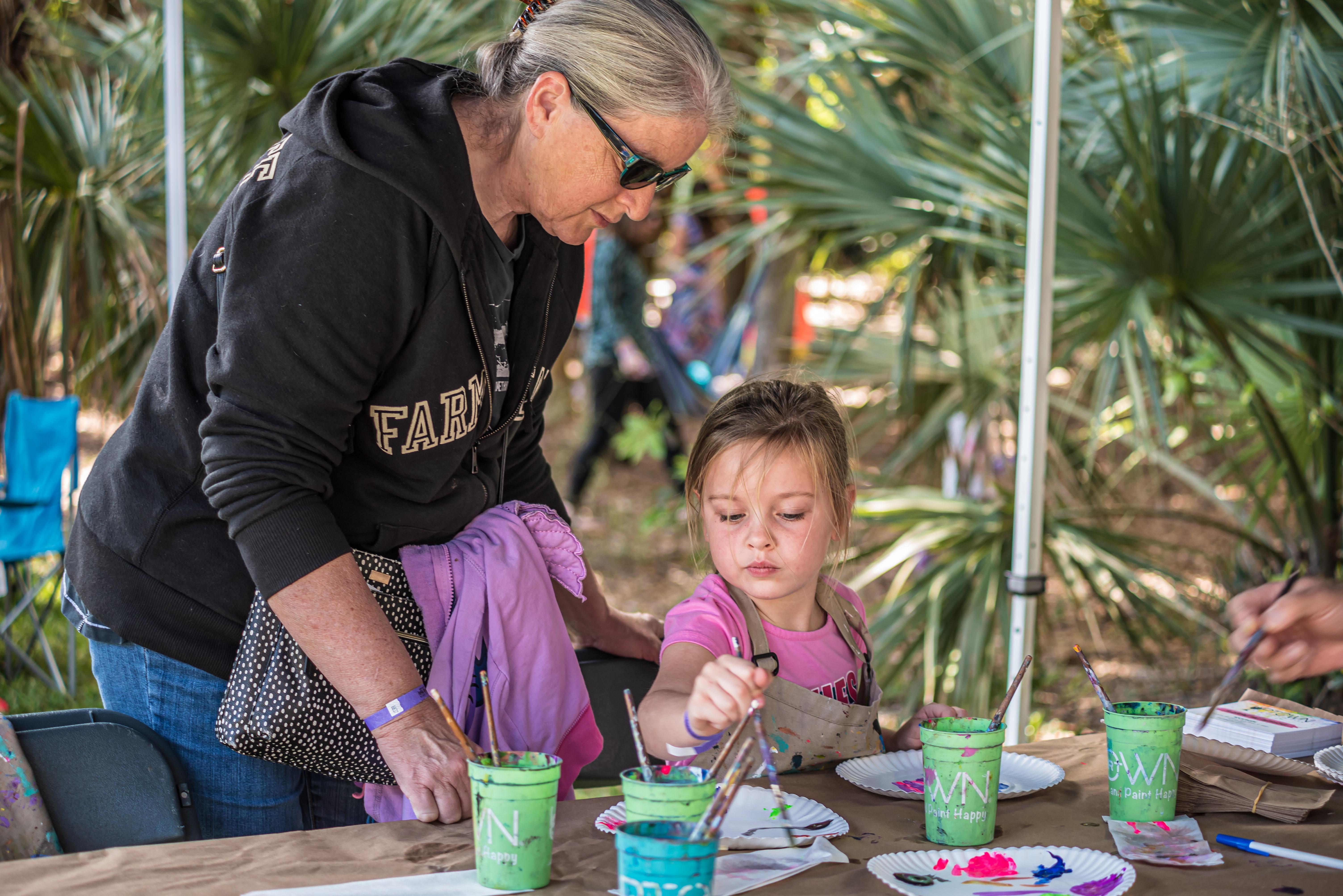 mom and kid doing art